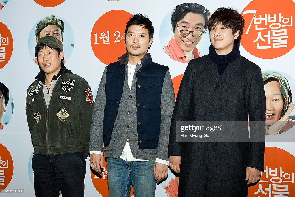 South Korean actors Yu Hae-Jin,<a gi-track='captionPersonalityLinkClicked' href=/galleries/search?phrase=Park+Hee-Soon&family=editorial&specificpeople=5628305 ng-click='$event.stopPropagation()'>Park Hee-Soon</a> and Lee Sun-Kyun attend the 'Miracle In Cell No.7' VIP Screening at Mega Box on January 14, 2013 in Seoul, South Korea.