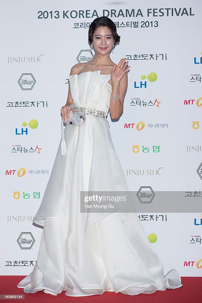 South Korean actress <a gi-track='captionPersonalityLinkClicked' href=/galleries/search?phrase=Clara+-+South+Korean+Actress&family=editorial&specificpeople=13597668 ng-click='$event.stopPropagation()'>Clara</a> arrives for photographs at 2013 Korea Drama Awards at Jinju Arena on October 02, 2013 in Jinju, South Korea.