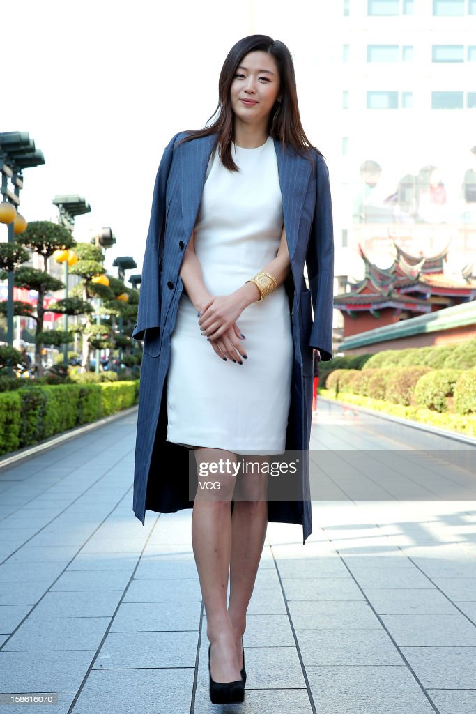 Actress Jun Ji-Hyun Visits Taipei