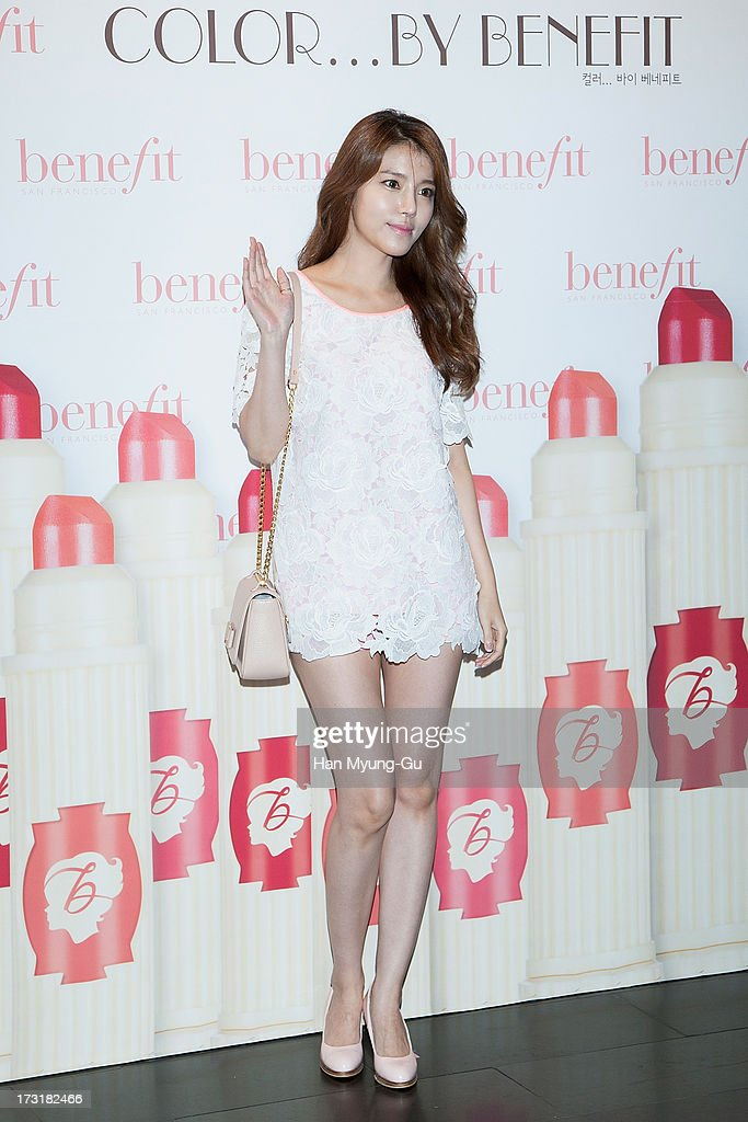 South Korean actress Jung Si-A attends the Benefit 'Hydra-Smooth Lip Color' launching party at JNB Gallery on July 9, 2013 in Seoul, South Korea.