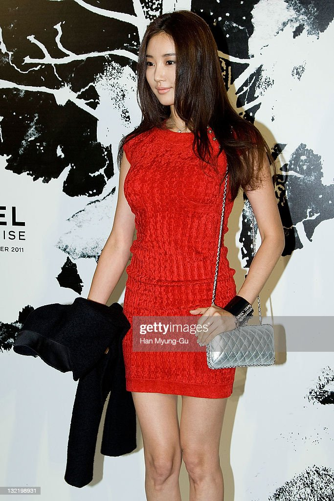 South Korean actress Kim SaRang arrives for the 2011/12 Cruse Collection by Chanel at AXKorea on November 10 2011 in Seoul South Korea Models...