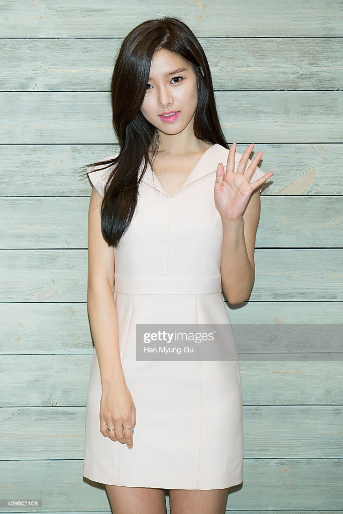 South Korean actress <a gi-track='captionPersonalityLinkClicked' href=/galleries/search?phrase=Kim+So-Eun&family=editorial&specificpeople=6670654 ng-click='$event.stopPropagation()'>Kim So-Eun</a> attends the launch event for AVEDA 'Botanical Kinetics' at the Shilla Hotel on November 26, 2014 in Seoul, South Korea.