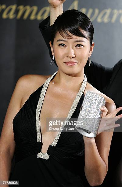 South Korean actress Kim SunAh arrives for the 1st Seoul Drama Awards 2006 at the Korea Broadcasters Association on August 29 2006 in Seoul South...