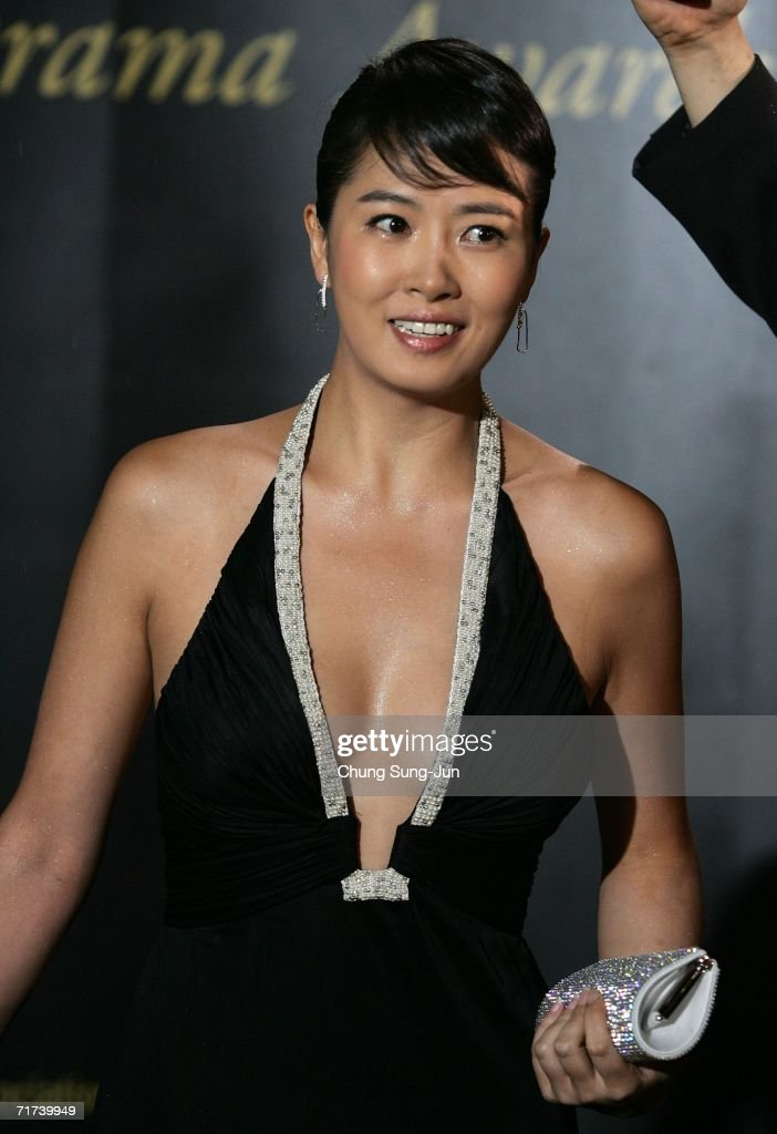 South Korean actress Kim Sun-Ah arrives for the 1st Seoul Drama Awards 2006 at the Korea Broadcasters Association on August 29, 2006 in Seoul, South Korea. 105 dramas include mini series, single drama and drama series from 29 countries participate in a awards.