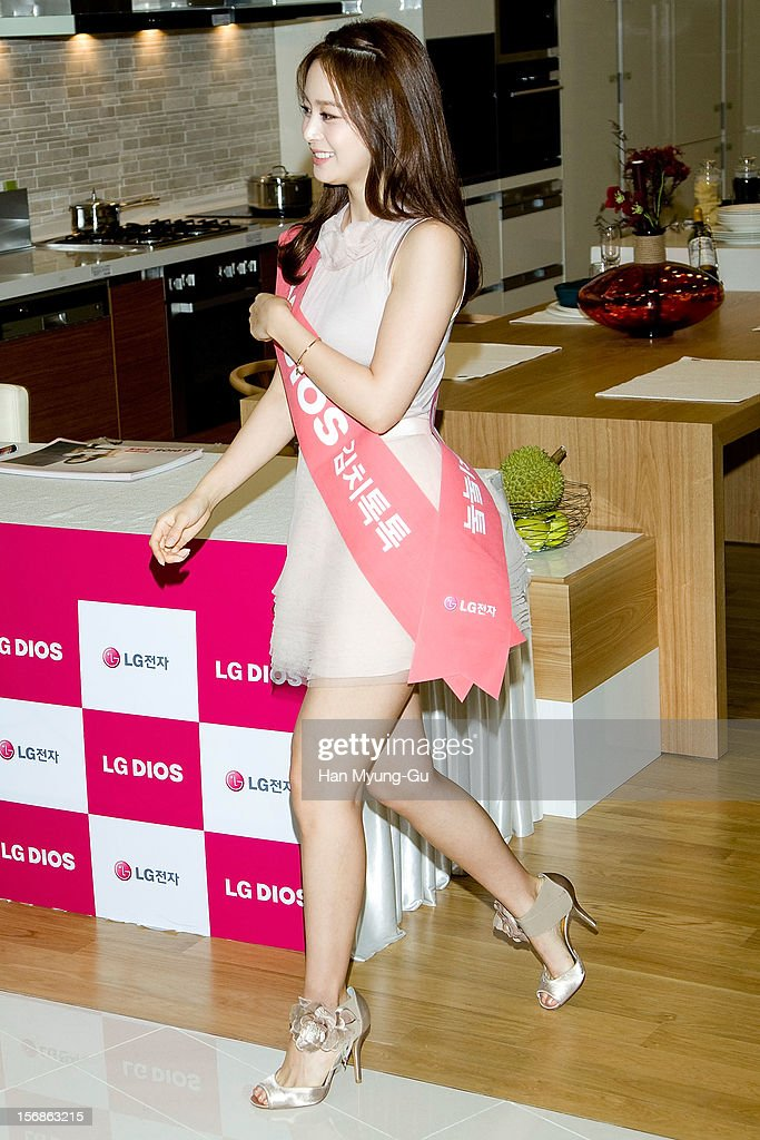 South Korean actress <a gi-track='captionPersonalityLinkClicked' href=/galleries/search?phrase=Kim+Tae-Hee&family=editorial&specificpeople=3956722 ng-click='$event.stopPropagation()'>Kim Tae-Hee</a> attends during an autograph session for 'LG Electronics' Bestshop Gangnam Store Opening at LG Bestshop Gangnam Store on November 23, 2012 in Seoul, South Korea.