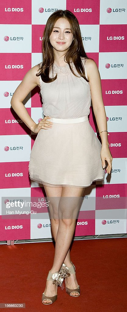 South Korean actress Kim Tae-Hee attends during an autograph session for 'LG Electronics' Bestshop Gangnam Store Opening at LG Bestshop Gangnam Store on November 23, 2012 in Seoul, South Korea.