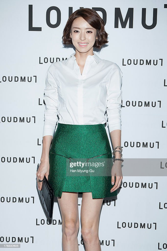 South Korean actress Lee Da-Hee attends during the 'Loudmut' launching fashion show at the JNB gallery on August 29, 2013 in Seoul, South Korea.