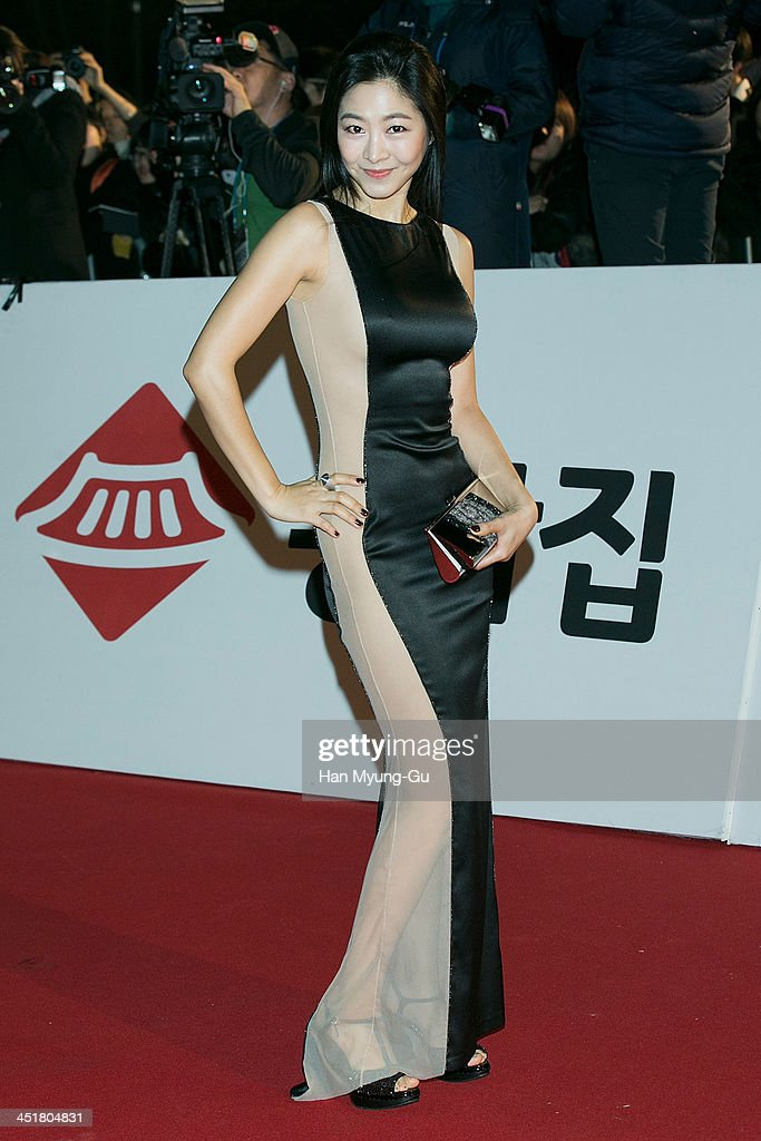 South Korean actress <a gi-track='captionPersonalityLinkClicked' href=/galleries/search?phrase=Lee+Eun-Woo&family=editorial&specificpeople=8599488 ng-click='$event.stopPropagation()'>Lee Eun-Woo</a> attends the 34st Blue Dragon Film Awards at Kyung Hee University on November 22, 2013 in Seoul, South Korea.