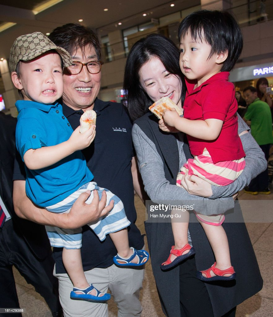 South Korean actress Lee YoungAe her husband Jung HoYoung and their fraternal twins are seen at Incheon International Airport on September 20 2013 in...