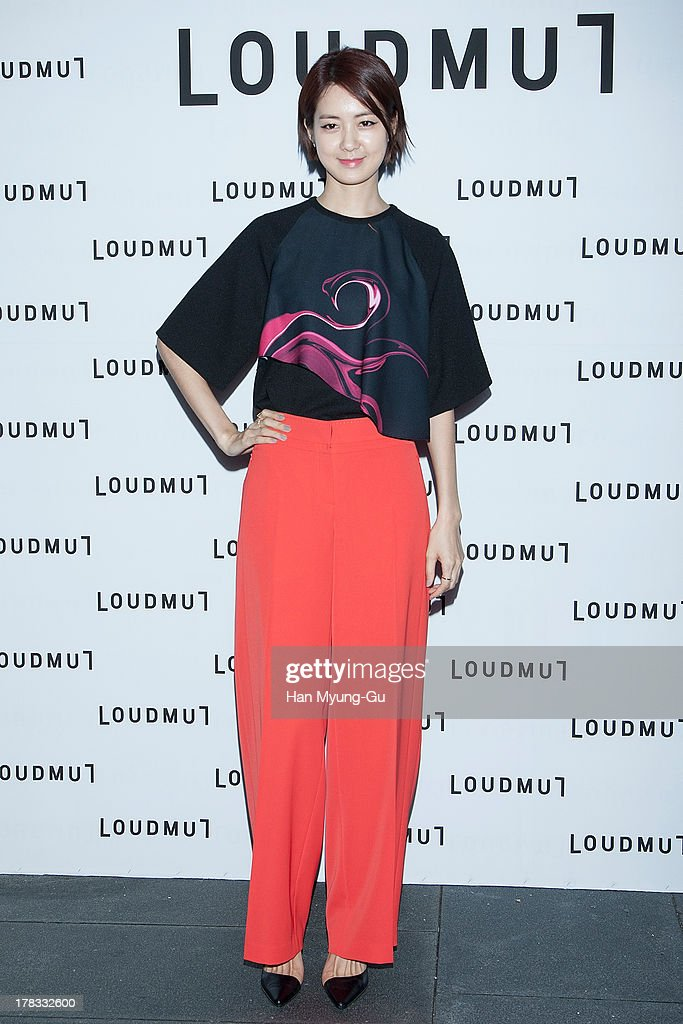 South Korean actress Lee Yo-Won attends during the 'Loudmut' launching fashion show at the JNB gallery on August 29, 2013 in Seoul, South Korea.
