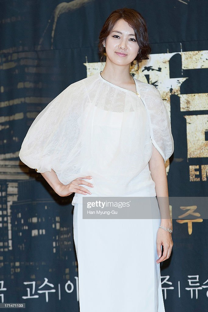 South Korean actress Lee Yo-Won attends during the SBS Drama 'Empire of Gold' press conference on June 25, 2013 in Seoul, South Korea. The drama will open on July 01 in South Korea.