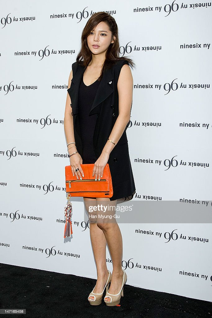 South Korean actress Park Si-Yeon arrives the 'Nine Six NY' Directing Collection with Chris Han at Platoon Kunsthalle on June 26, 2012 in Seoul, South Korea.