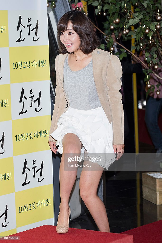 South Korean actress Um Jee-Won (<a gi-track='captionPersonalityLinkClicked' href=/galleries/search?phrase=Um+Ji-Won&family=editorial&specificpeople=4529842 ng-click='$event.stopPropagation()'>Um Ji-Won</a>) attends 'Wish' VIP screening at Lotte Cinema on September 23, 2013 in Seoul, South Korea. The film will open on October 02, in South Korea.