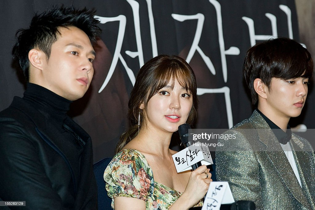 South Korean actress <a gi-track='captionPersonalityLinkClicked' href=/galleries/search?phrase=Yoon+Eun-Hye&family=editorial&specificpeople=4342448 ng-click='$event.stopPropagation()'>Yoon Eun-Hye</a> (C) attends during a press conference to promote the MBC drama 'Miss You' on November 01, 2012 in Seoul, South Korea. The drama will open on November 07 in South Korea.
