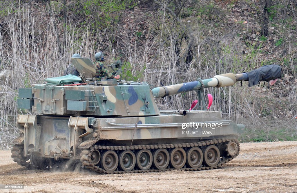 A South Korean army K-55 self-propelled howitzer moves during a drill near the border in Paju on April 30, 2013. The United States and South Korea wrapped up military drills on April 30 at the centre of soaring tensions with North Korea, as Pyongyang ignored a new overture over a flagship joint industrial zone.