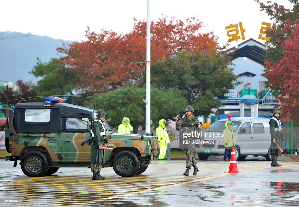 South Korean army military police and riot police block the entrance of Imjingak Park on the border near the town of Paju, around 60 kilometres north of Seoul on October 22, 2012. South Korean troops and riot police prevented activists from launching anti-Pyongyang leaflets across the border, after North Korea threatened a 'merciless' military response. AFP PHOTO