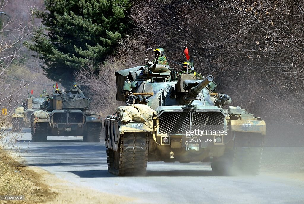 South Korean army tanks drive on a road near a military training field in the border city of Paju on March 29, 2013. North Korean leader Kim Jong-Un ordered preparations on March 29 for strategic rocket strikes on the US mainland and military bases after US stealth bombers flew training runs over South Korea. AFP PHOTO / JUNG YEON-JE