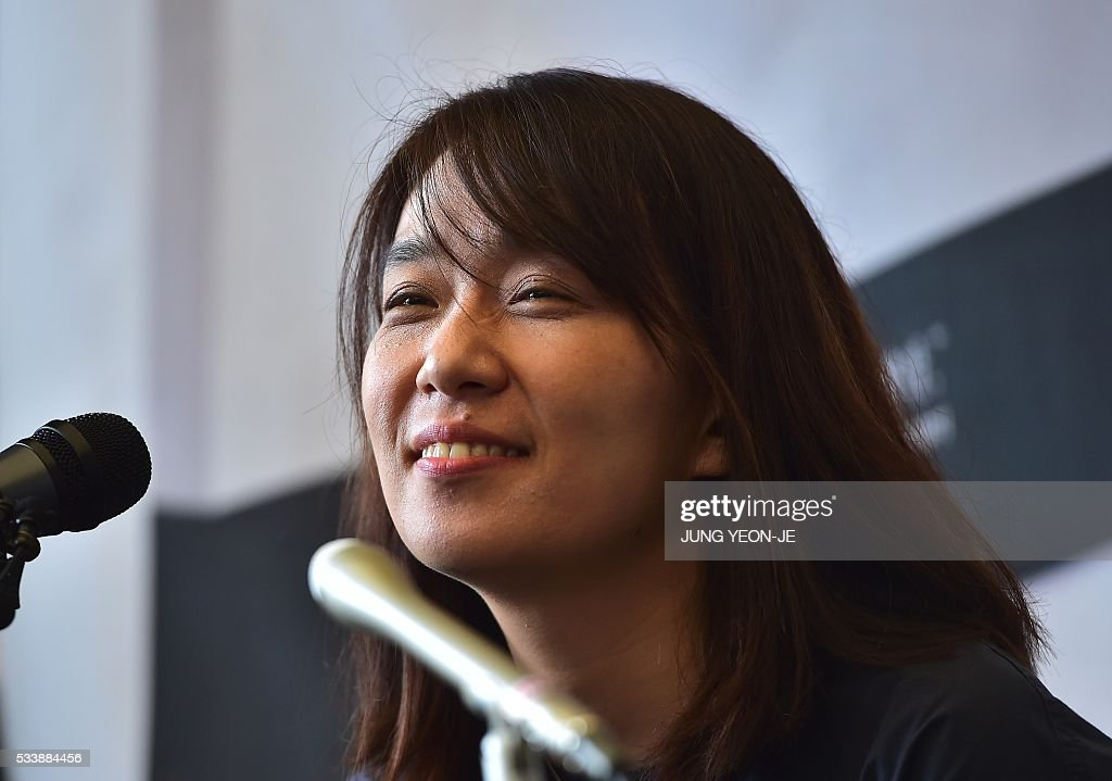 South Korean author Han Kang, who won the Man Booker International Prize last week, smiles during her first press conference since the award, in Seoul on May 24, 2016. Han Kang was humble about her latest achievement, saying she wants to continue writing 'as if nothing had happened.' / AFP / JUNG