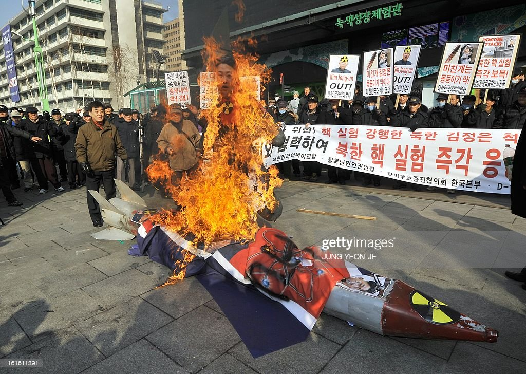 South Korean conservative activists burn an effigy of North Korean leader Kim Jong-Un during a rally denouncing North Korea's nuclear test, in Seoul on February 13, 2013. South Korea said on February 13 it would accelerate the development of longer-range ballistic missiles that could cover the whole of North Korea in response to a third nuclear test by Pyongyang. AFP PHOTO / JUNG YEON-JE