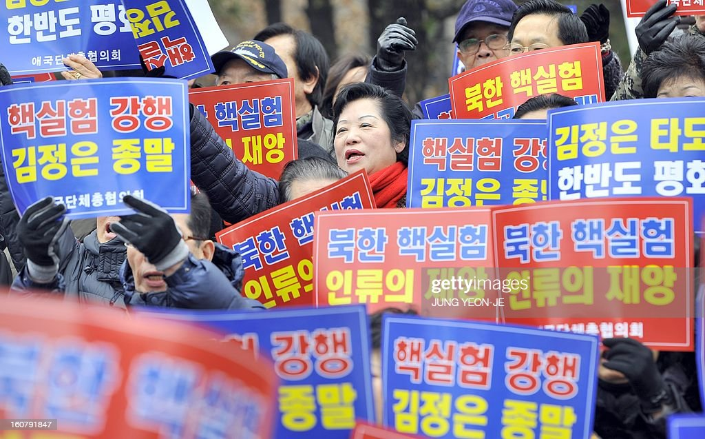 South Korean conservative activists shout slogans with placards reading 'North Korean nuclear test is disaster of humankind' during a protest against North Korea's threat of its nuclear test, in Seoul on February 6, 2013. North Korea warned on February 5 of making a move 'beyond imagination,' as the communist state ramps up daily threats of an apparently imminent nuclear test. The banner reads 'A rally denouncing the threat of the 3rd nuclear test by North Korea'. AFP PHOTO / JUNG YEON-JE