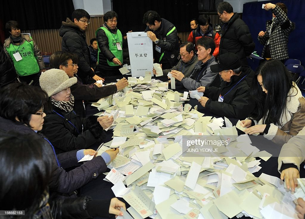 South Korean election officials count ballots for the presidential election at a high school gymnasium in Seoul on December 19, 2012. South Korea's presidential vote ended on December 19 with exit polls giving a tiny edge to conservative Park Geun-Hye, daughter of late dictator Park Chung-Hee, in her bid to be the country's first woman leader. AFP PHOTO / JUNG YEON-JE