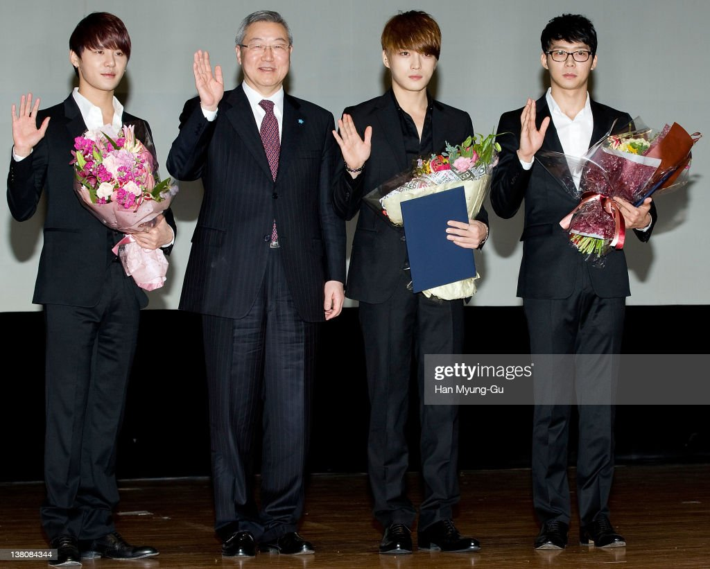 South Korean Foreign Minister Kim Sung-Hwan (2nd from L) and members of <a gi-track='captionPersonalityLinkClicked' href=/galleries/search?phrase=JYJ&family=editorial&specificpeople=3039772 ng-click='$event.stopPropagation()'>JYJ</a> poses for media after being appointed as Goodwill Ambassador of the 2012 Seoul Nuclear Security Summit at COEX on February 2, 2012 in Seoul, South Korea. 2012 Seoul Nuclear Security Summit which will be held in March 26-27, in Seoul, South Korea.