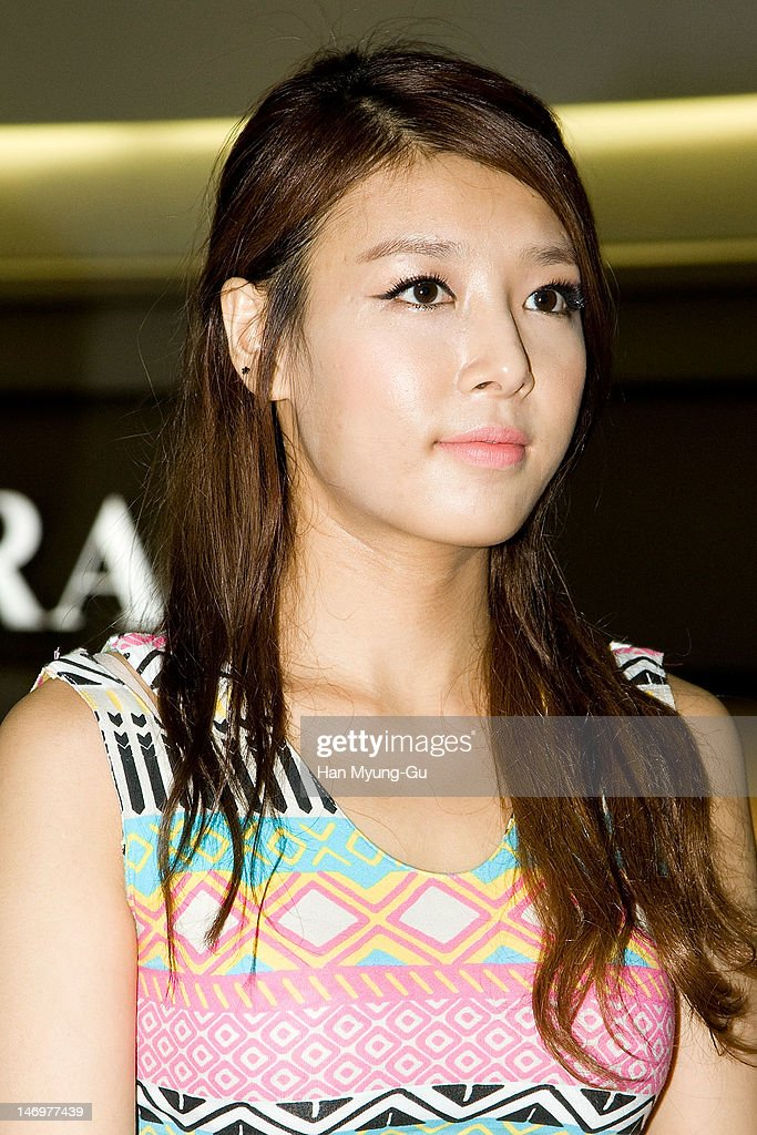 South Korean girl group Yubin of <a gi-track='captionPersonalityLinkClicked' href=/galleries/search?phrase=Wonder+Girls&family=editorial&specificpeople=5637005 ng-click='$event.stopPropagation()'>Wonder Girls</a> attends during the 'Like This' Flashmob With <a gi-track='captionPersonalityLinkClicked' href=/galleries/search?phrase=Wonder+Girls&family=editorial&specificpeople=5637005 ng-click='$event.stopPropagation()'>Wonder Girls</a> at Times Square on June 24, 2012 in Seoul, South Korea.