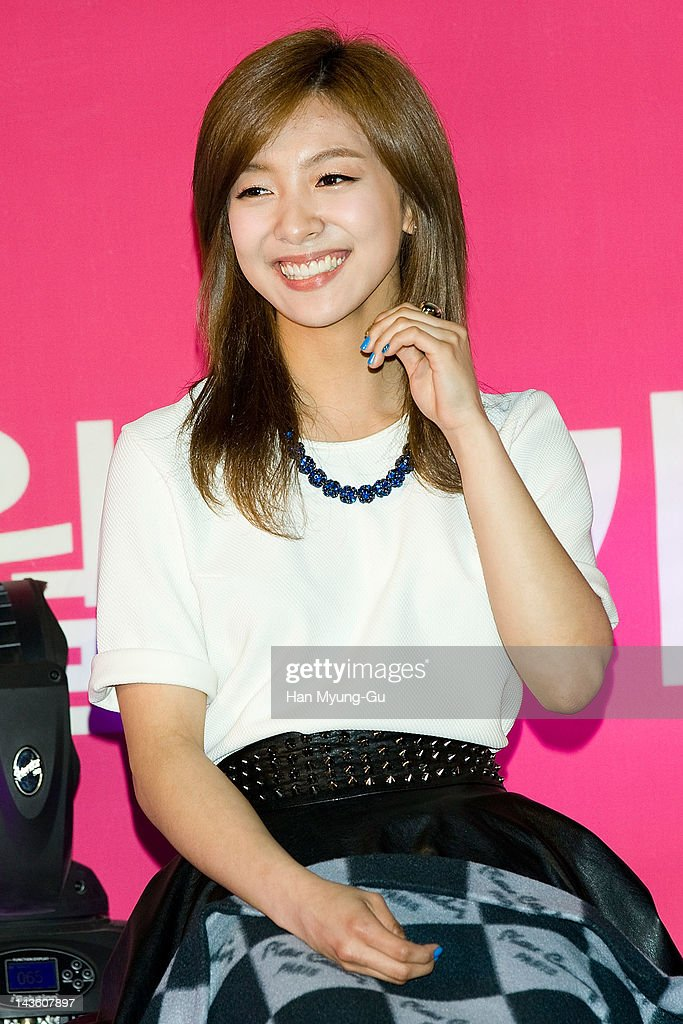 South Korean idol girl group <a gi-track='captionPersonalityLinkClicked' href=/galleries/search?phrase=Luna+-+Singer&family=editorial&specificpeople=11686289 ng-click='$event.stopPropagation()'>Luna</a> of f(x) attends a showcase to promote 'I AM.' at CGV on April 30, 2012 in Seoul, South Korea. The documentary movie will open on May in South Korea.