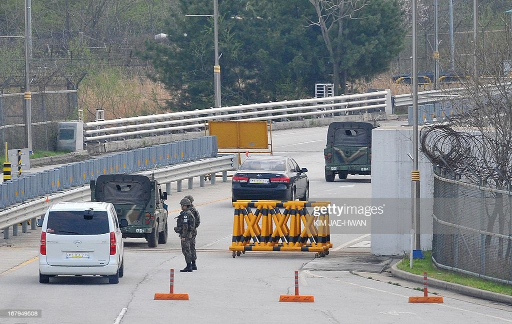 South Korean military jeeps escort two vehicles loaded with 13 million USD in cash to make payments demanded by North Korea at a border checkpoint in Paju on May 3, 2013. South Korea on May 3 withdrew its last remaining workers from the zone at risk of permanent closure due to soaring military tensions.