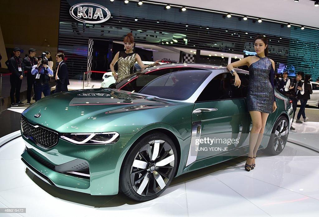 South korean models pose with kia motors 39 concept car novo for Kia motors latest models
