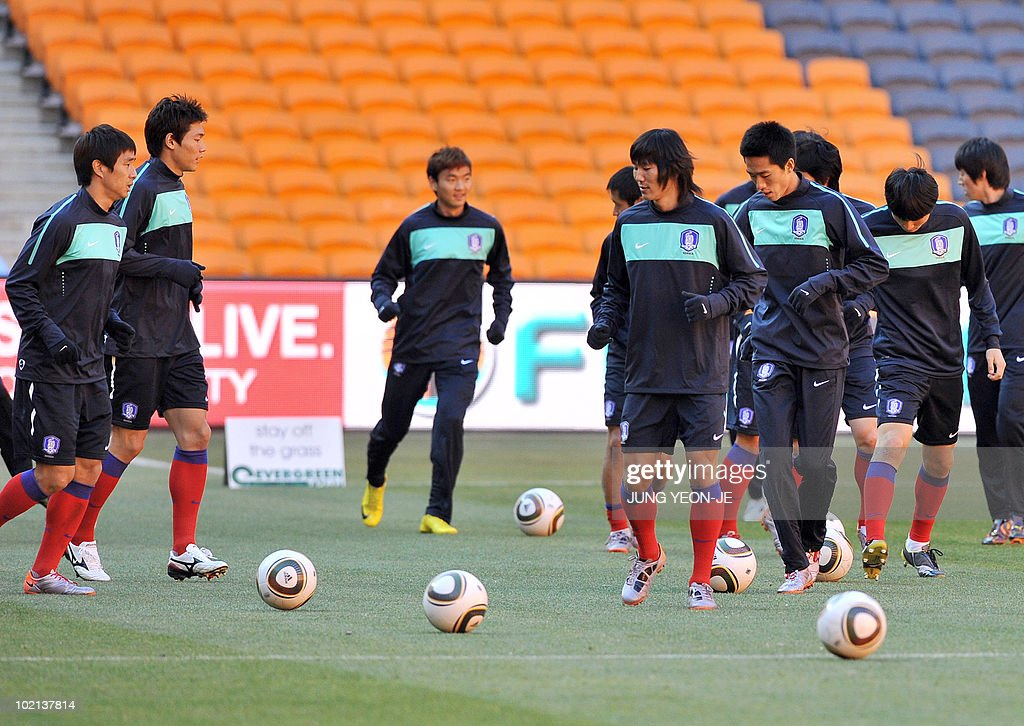 South Korean national football team players take part in a team training session at Soccer City Stadium in Johannesburg on June 16, 2010. South Korea will face Argentina on June 17 as part of Group B of 2010 World Cup football tournament in South Africa.