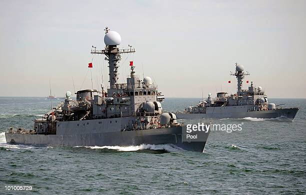 South Korean navy from Second Fleet Command soldiers participate in a drill targeting North Korean infiltration in seas off Taean on May 27 South...