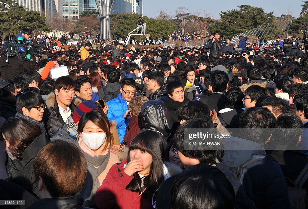 South Korean participants attend the 'battle of the singles,' a mass dating event organised on social networking site Facebook, in central Seoul on December 24, 2012. Thousands of lovelorn South Korean men have flooded the 'battle of the singles' on Christmas Eve, a mass dating event triggered by an innocuous query posted on Facebook -- only to meet other guys. AFP PHOTO / KIM JAE-HWAN