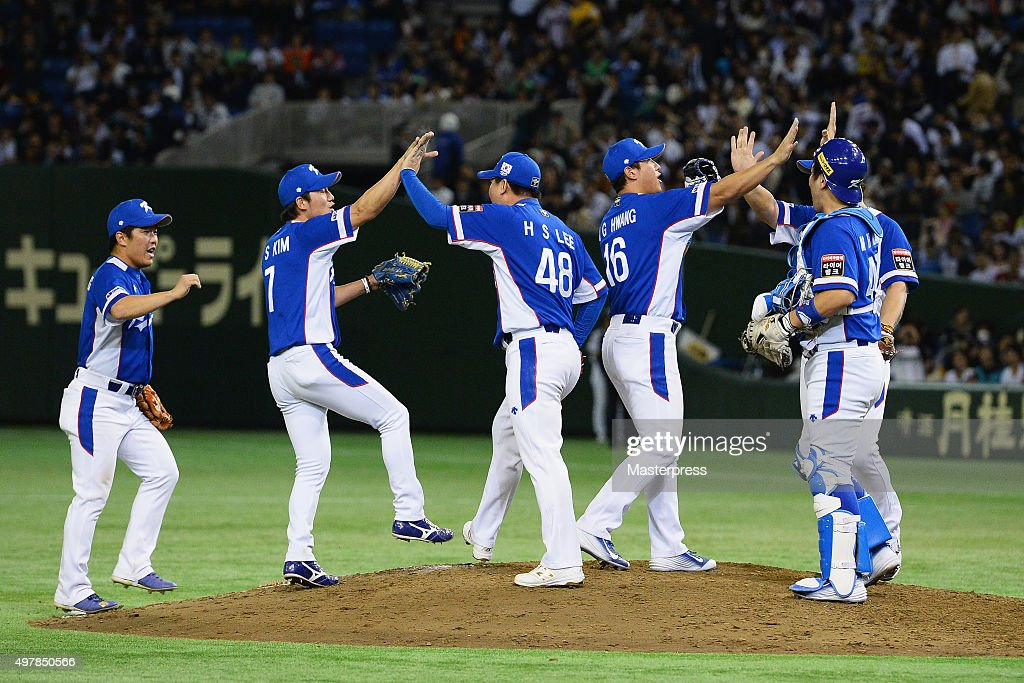 South Korean players celebrate their 4-3 win in the WBSC Premier 12 semi final match between South Korea and Japan at the Tokyo Dome on November 19, 2015 in Tokyo, Japan.