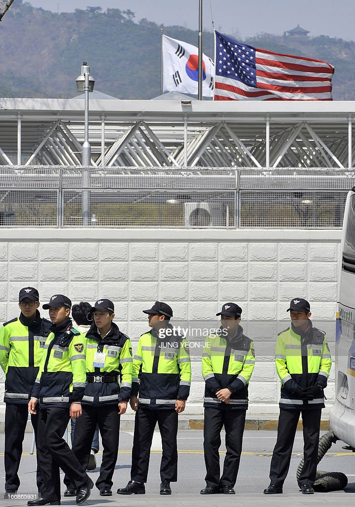 South Korean policemen gather outside the US embassy in Seoul on April 18, 2013. North Korea laid down rigid pre-conditions on April 18 for dialogue with Seoul or Washington, including the withdrawal of UN sanctions and a guaranteed end to South Korea-US joint military drills. AFP PHOTO / JUNG YEON-JE