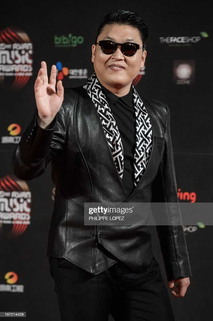 South Korean pop sensation Psy waves from the red carpet of the 2012 Mnet Asia Music Awards in Hong Kong on November 30, 2012. Held annually with some of the most famous singers and bands taking part in the event, the Mnet Asia Music Awards is one of the biggest 'K-pop' music award ceremonies. AFP PHOTO / Philippe Lopez