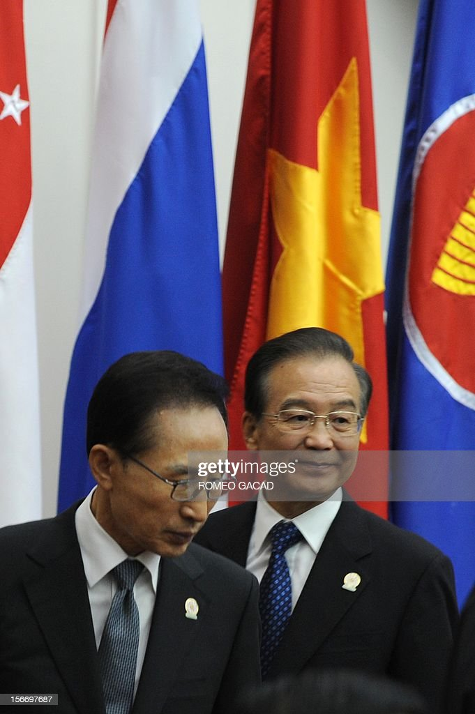 South Korean President Lee Myung Bak (L) and Chinese Premier Wen Jiabao (R) attend the Association of Southeast Asian Nations (ASEAN) Plus Three Commemorative Summit in Phnom Penh on November 19, 2012 following the 21st ASEAN Leaders Summit.