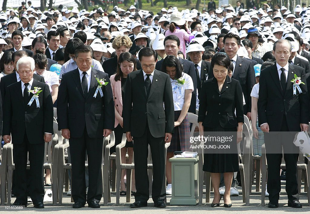 South Korean President Lee Myung-bak (C) and his wife Kim Yoon-ok (2R) pay their respects during a ceremony for Memorial Day at the national cemetery in Seoul on June 6, 2010. The United States and its Asian allies demanded North Korea pay a price for the alleged sinking of a South Korean warship, even as Washington acknowledged diplomacy may have no effect on the reclusive regime.