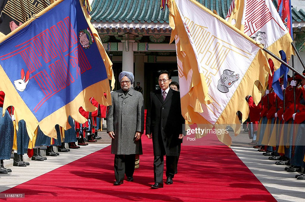 South Korean President Lee Myung-bak (R) and India prime minister Manmohan Singh walk toward a guard of honour during a welcoming ceremony held at the Presidential house on March 25, 2012 in Seoul, South Korea. World leaders gather at Seoul to discuss on the issues to prevent possible nuclear terrorism and recurrence of meltdown of nuclear power plants and to minimize nuclear material across the world.