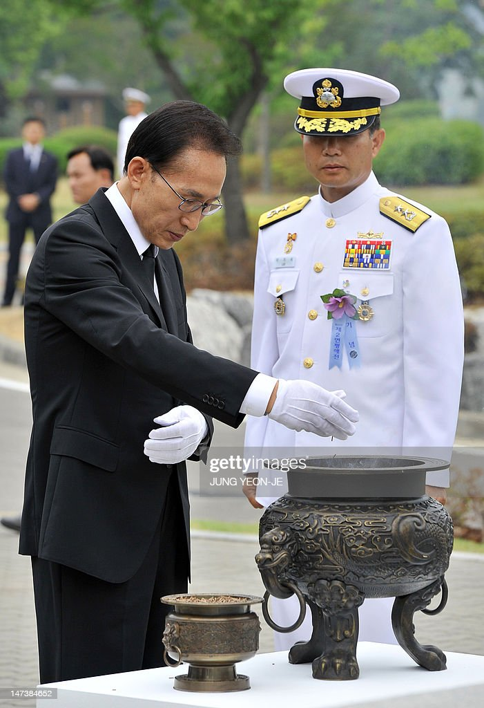 South Korean President Lee Myung-Bak (L) burns incense for the dead sailors in front of a monument of the second naval battle of Yeonpyeong during the 10th anniversary commemorative ceremony of the second naval battle of Yeonpyeong at the Navy's 2nd Fleet Command in Pyeongtaek, about 70 kilometers south of Seoul, on June 29, 2012. The battle erupted on June 29, 2002, when two of the North's patrol boats crossed the disputed Yellow Sea border. Six South Korean sailors were killed and 18 injured while an estimated 13 North Koreans died. AFP PHOTO / POOL / JUNG YEON-JE