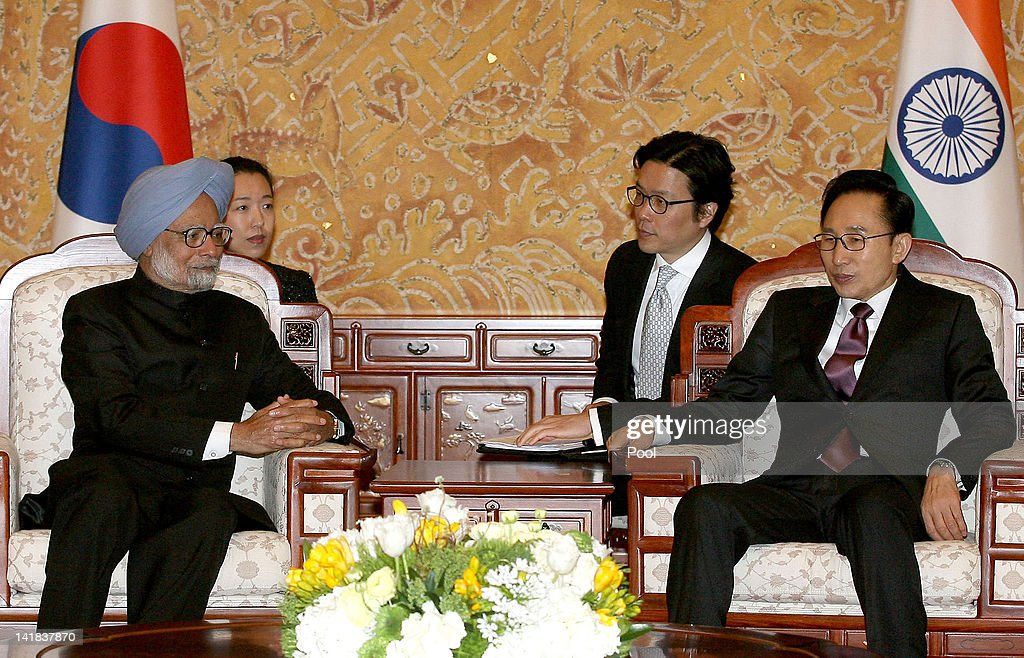South Korean President Lee Myung-bak (R) talks with India prime minister Manmohan Singh during a meeting at the Presidential house on March 25, 2012 in Seoul, South Korea. World leaders gather at Seoul to discuss on the issues to prevent possible nuclear terrorism and recurrence of meltdown of nuclear power plants and to minimize nuclear material across the world.
