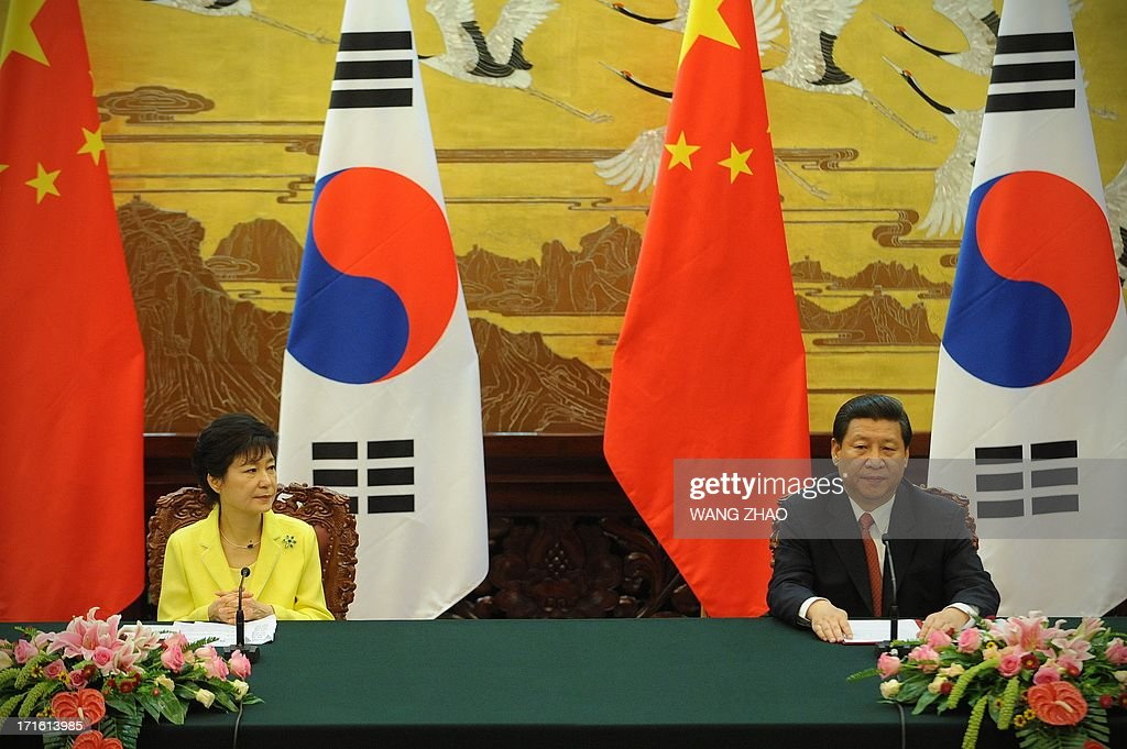 South Korean President Park Geun-Hye (L) and Chinese President Xi Jinping (R) attend a joint declaration ceremony at the Great Hall of the People in Beijing on June 27, 2013. Park Geun-Hye is on a visit to China from June 27 to 30. AFP PHOTO / POOL / WANG ZHAO