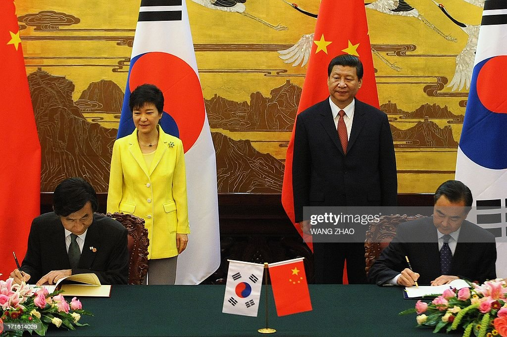 South Korean President Park Geun-Hye (back L) and Chinese President Xi Jinping (back R) applaud during a joint declaration ceremony at the Great Hall of the People in Beijing on June 27, 2013. Park Geun-Hye is on a visit to China from June 27 to 30.