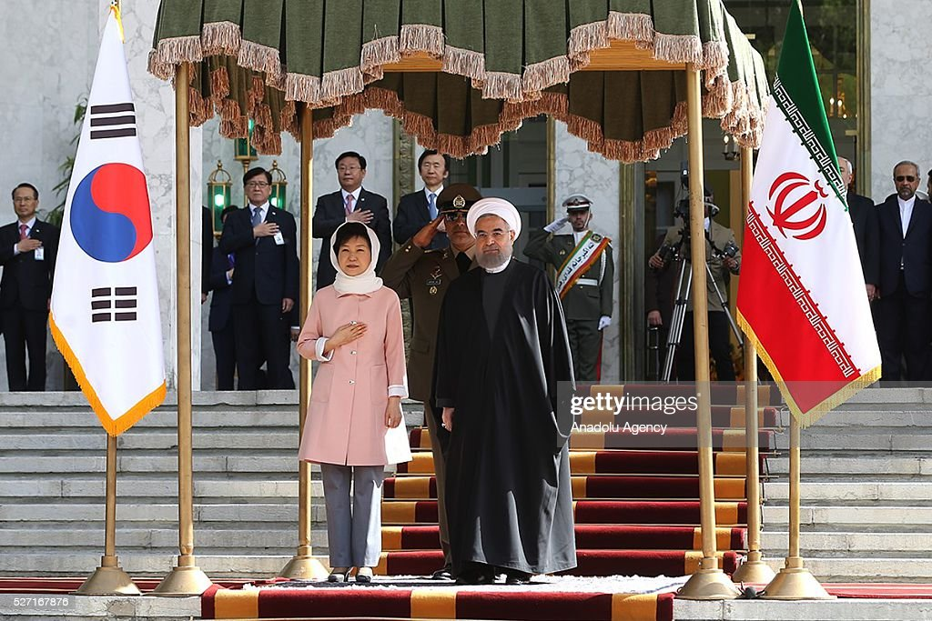 South Korean President Park Geun-Hye (L) and Iran's President Hassan Rouhani (R) are seen during an official welcoming ceremony at Sadabad Palace in Tehran, Iran on May 2, 2016.