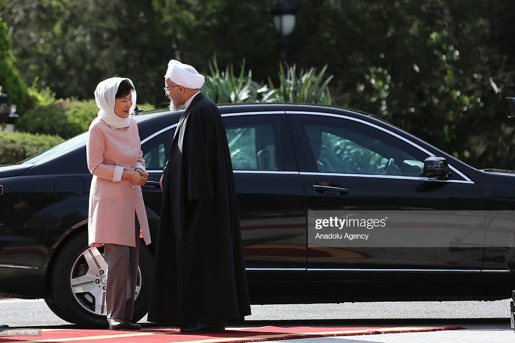 South Korean President Park Geun-Hye (L) and Iran's President Hassan Rouhani (R) talk each other after an official welcoming ceremony at Sadabad Palace in Tehran, Iran on May 2, 2016.