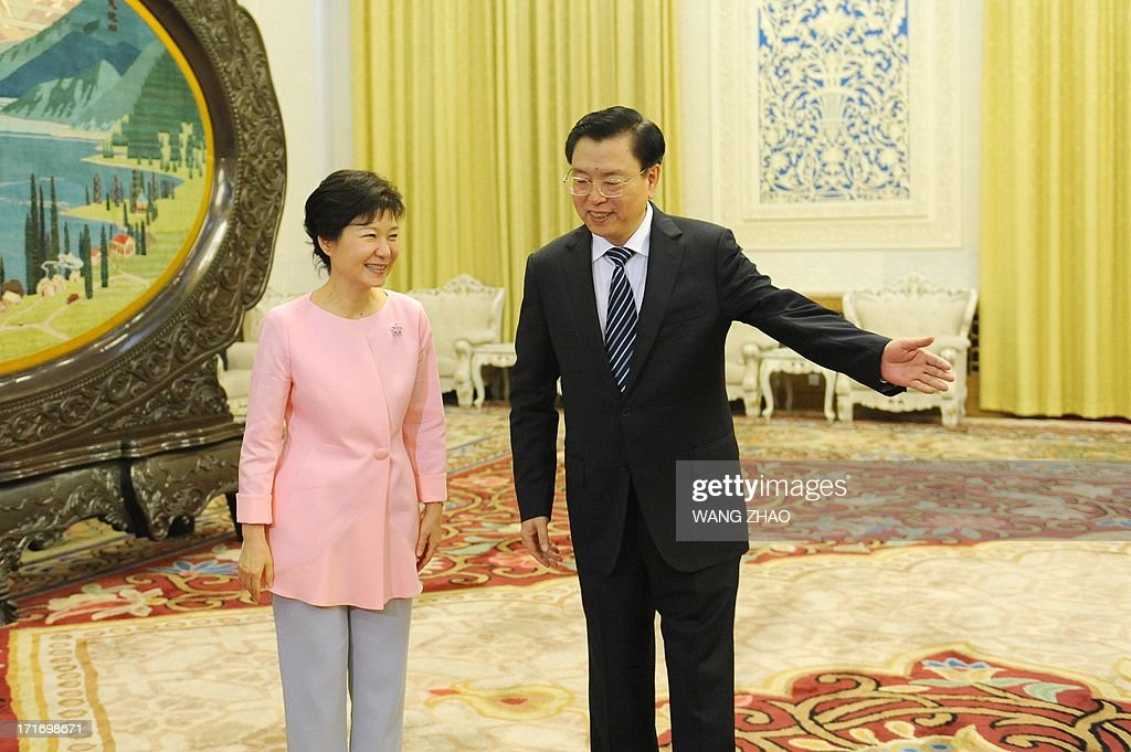 South Korean President Park Geun-Hye (L) greets Chinese Chairman of the National People's Congress Zhang Dejiang (R) at the Great Hall of the People in Beijing on June 28, 2013. Park Geun-Hye is on a visit to China from June 27 to 30. AFP PHOTO / POOL / WANG ZHAO
