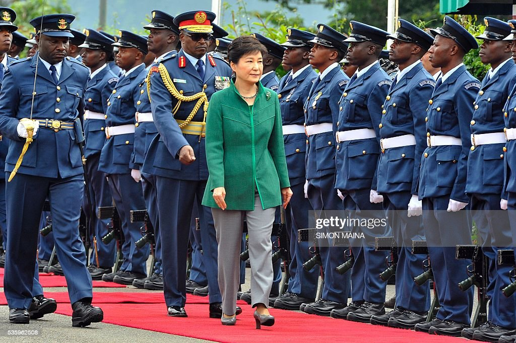 South Korean President Park Geun-hye inspects a guard of honour May 31, 2016 upon her arrival at the State House in Nairobi, during the first state visit by a South Korean president to the country in 34 years. / AFP / SIMON
