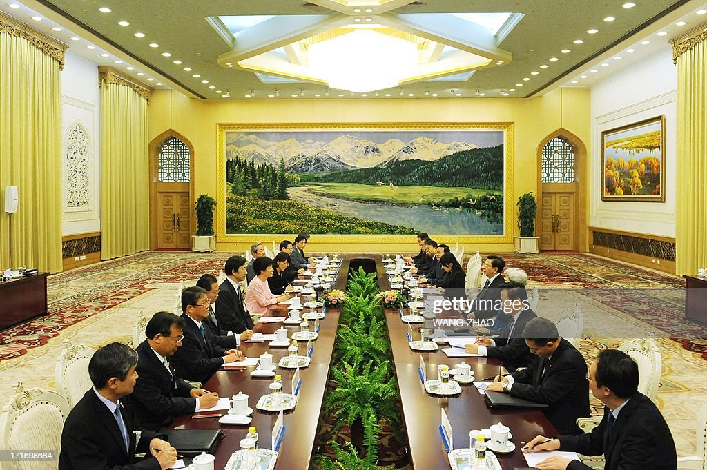 South Korean President Park Geun-Hye (centre L) meets with Chinese Chairman of the National People's Congress Zhang Dejiang (centre R) at the Great Hall of the People in Beijing on June 28, 2013. Park Geun-Hye is on a visit to China from June 27 to 30. AFP PHOTO / POOL / WANG ZHAO