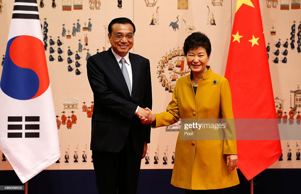 South Korean President Park Geun-Hye (R) shakes hands with Chinese Premier Li Keqiang (L) for their meeting at the presidential Blue House on October 31, 2015 in Seoul, South Korea. China and South Korea hold a presidential summit in Seoul ahead of the trilateral meeting among China, South Korea and Japan starting on November 1, 2015.