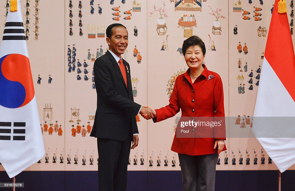 South Korean President Park Geun-Hye (R) shakes hands with Indonesian President <a gi-track='captionPersonalityLinkClicked' href=/galleries/search?phrase=Joko+Widodo&family=editorial&specificpeople=6657368 ng-click='$event.stopPropagation()'>Joko Widodo</a> (L) prior to their meeting at the presidential Blue House on May 16, 2016 in Seoul, South Korea. Indonesian President <a gi-track='captionPersonalityLinkClicked' href=/galleries/search?phrase=Joko+Widodo&family=editorial&specificpeople=6657368 ng-click='$event.stopPropagation()'>Joko Widodo</a> is visiting South Korea from May 15 to May 18 and meets with South Korean counterpart <a gi-track='captionPersonalityLinkClicked' href=/galleries/search?phrase=Park+Geun-hye&family=editorial&specificpeople=603075 ng-click='$event.stopPropagation()'>Park Geun-hye</a> to discuss cooperation in trade investment and other regional and international issues.